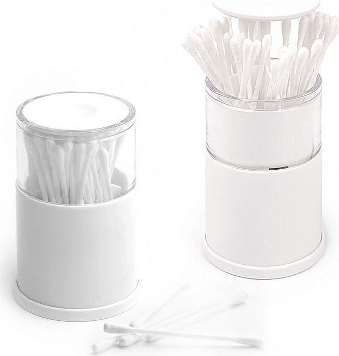 """Ватные палочки – незаменимые помощники в личной гигиене каждого человека. Чтобы палочки всегда были под рукой и не грязнились, храните  их в специальном контейнере Balvi """"Pop-up"""". Это пластиковое хранилище для ватных палочек обладает встроенным выдвижным механизмом, при  нажатии на крышку которого, контейнер с палочками плавно выдвигается вверх.  Благодаря герметичности контейнера палочки внутри будут  защищены от грязи и пыли. Через прозрачную крышку контейнера вы всегда будете видеть, когда стоит пополнить емкость новыми палочками.  Резиновое покрытие основания контейнера предотвратит от случайного выскальзывания приспособления из рук. Четыре отсека вмещают в себя внушительное количество ватных палочек."""