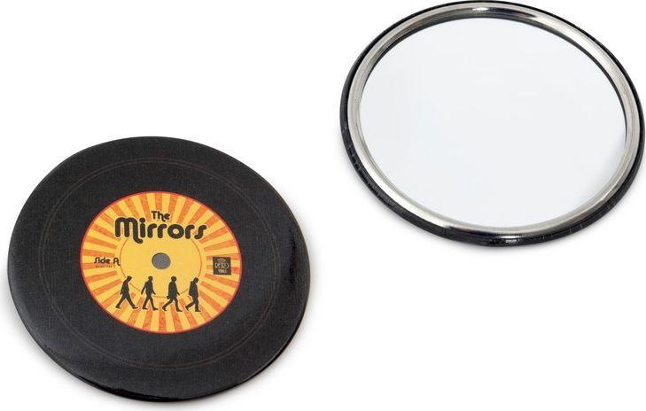 Balvi Зеркало карманное The Mirrors, цвет: желтый25685yЕсли вы являетесь поклонником творчества популярной группы Битлз, то вы наверняка обратите внимание на оригинальный и стильный аксессуар – карманное зеркало The Mirrors. Зеркальце выполнено в виде виниловой пластинки, стилизованной под обложку альбома популярного музыкального коллектива из Ливерпуля. Компактный размер зеркальца и надежная основа позволят носить этот аксессуар как в сумочке, так и в кармане джинсов. Карманное зеркальце The Mirrors не только будет полезным, но и подчеркнет индивидуальность владельца.• Стильный дизайн зеркальца в виде виниловой пластинки группы Битлз• Компактный размер• Металлическая основа защищает зеркальце от ударов