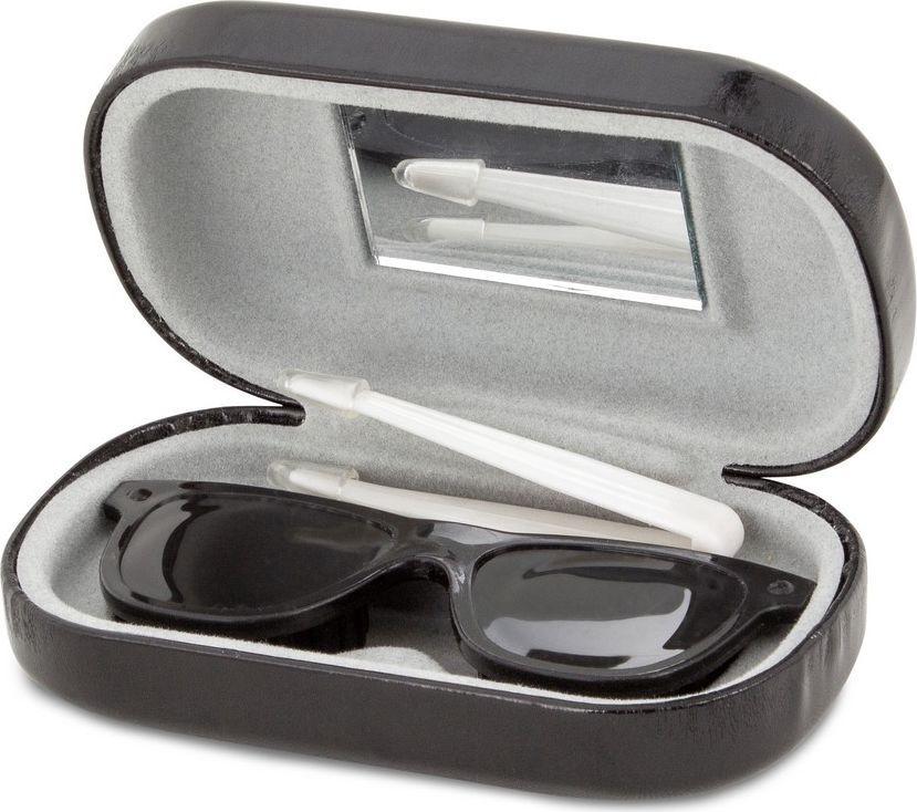 Balvi Набор для контактных линз O Sole, цвет: черный25974Стильный модный аксессуар для тех, кто ценит внешний вид и практичность – это набор для контактных линз O Sole. В набор входит контейнер для линз, пинцет и зеркало. Все это лежит в черной коробочке, напоминающей футляр для очков, а очки, лежащие в нем – это контейнер для линз. На внутренней стороне коробочки закреплено зеркало, которым удобно пользоваться при снятии и надевании линз. С помощью пинцета легко доставать линзы из контейнера, ведь даже только что вымытые руки не гарантируют отсутствие пыли или мелких ворсинок от полотенца. • Стильный аксессуар может стать полезным подарком • Удобное зеркало на внутренней стороне крышки футляра • Небольшой пинцет гарантирует непопадание мелкого мусора на линзыКонтактные линзы или очки: советы офтальмологов. Статья OZON Гид