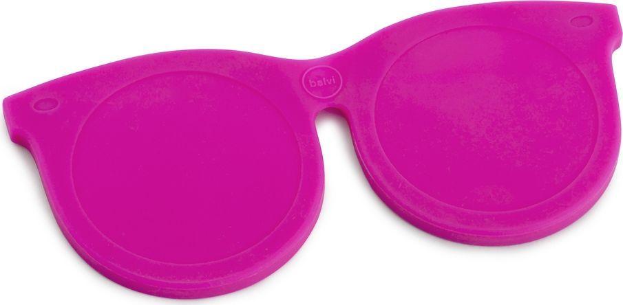 Balvi Зеркальце Shades, цвет: розовый26327Эти необычные и яркие очки не только поднимут настроение, но и послужат прекрасным помощником в тот момент, когда нужно быстро прихорошиться. Забавные очки на самом деле имеют в оправе два зеркальца – простое и увеличительное. Силиконовая оправа с магнитом служит отличной защитой для зеркал, поэтому не бойтесь носить этот оригинальный аксессуар с собой в сумке или карманах. Зеркальце Shades розового цвета станет отличным подарком для молодой и энергичной девушки, которая не представляет себе жизни без ярких и позитивных эмоций.• Оригинальный дизайн зеркальца в форме молодежных очков• В оправе имеется два зеркала – стандартное и с увеличительное (5-кратное увеличение)• Оправа выполнена из силикона с магнитом• Возможность снять зеркало из оправы