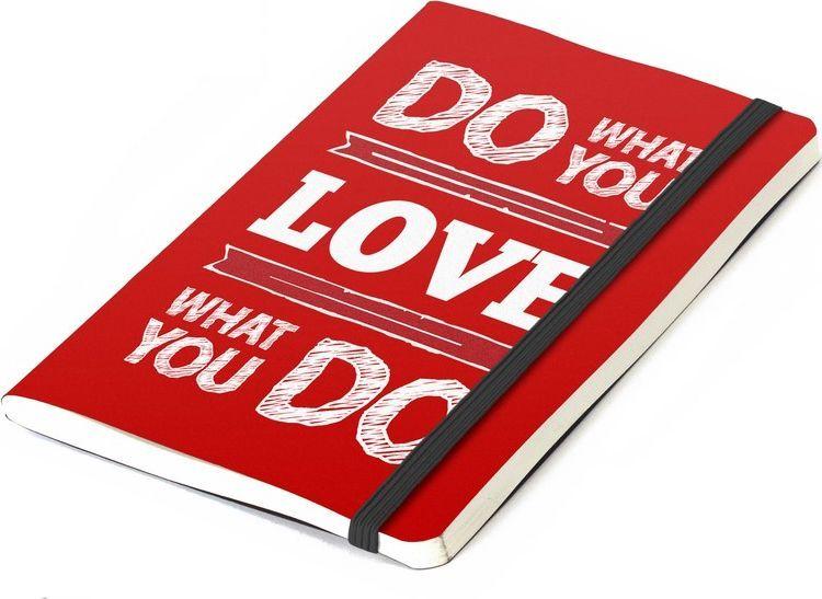 Balvi Записная книжка Inspiration 70 листов цвет красный26355Делайте то, что любите, любите то, что делаете подсказывает нам обложка этой яркой записной книжки Inspiration! Красный цвет, сразу намекающий на любовь, удобный размер записной книжки, который позволит всегда держать его при себе и позитивная надпись – вот что делает этот предмет оригинальным! Подарите его второй половинке, и она будет безгранично рада такому презенту. А может и подарит вам нечто взамен!• Яркий дизайн с позитивной надписью• Отличный подарок любимому/ой• Без линовки. Писать или рисовать – одно удовольствие • Три варианта текста и разноцветных обложек