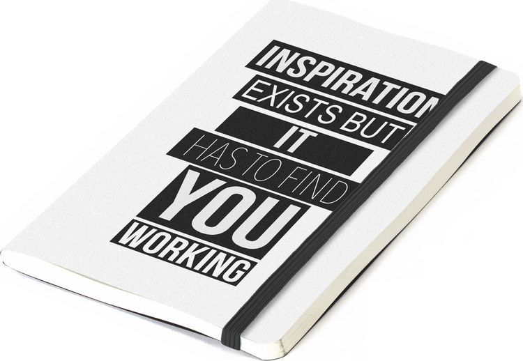 Balvi Записная книжка Inspiration 70 листов цвет белый26356Вдохновение существует, но оно должно застать вас работающим гласит надпись! И вправду, нам всем иногда так не хватает вдохновения, которое раскрасило бы наш рабочий или выходной день. Для этой цели вам послужит эта оригинальная записная книжка. А благодаря компактному размеру, она идеальна для ежедневного ношения с собой в сумке или портфеле. Каждый раз доставая записную книжку Inspiritaion, вы будете вдохновляться новыми веселыми, креативными и созидающими идеями!• Вдохновляющая надпись на записной книжке• Размер идеально подходит как для детского рюкзака, так и для элегантной сумки для взрослых• Без линовки. Писать или рисовать – одно удовольствие• Три варианта текста и разноцветных обложек