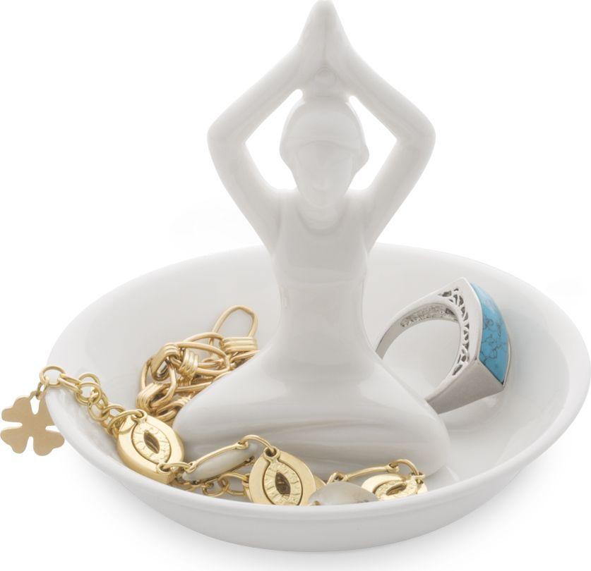 Подставка для украшений Balvi Yoga26439Для истинных ценителей стильных оригинальных вещиц представляем подставку для колец Yoga. Такая подставка займет совсем мало места на полке, но на ней можно хранить несколько колец. Она подходит и для парадных массивных колец и для тех, что вы носите ежедневно, но для удобства снимаете на ночь. Если вы уже убедились в практичности этой подставки, то приобретите ее в подарок маме, сестре или коллеге по работе, ведь нет девушек, которые не любят украшения. На подставке можно хранить не только кольца, но и серьги, браслеты, цепочки.• Занимает мало места, но подходит для хранения нескольких колец• Отличный подарок девушке• Можно хранить любые мелкие украшения