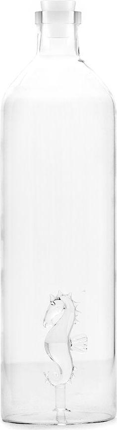 Бутылка для воды Balvi Sea Horse, 1,2 л26543Без напитков невозможно представить себе сервировку стола, особенно в летний период. Оригинально, но при этом удобно подать напитки поможет стеклянная бутылка Sea Horse от испанского бренда Balvi. Компактные размеры при солидном объеме 1,2 литра позволят без усилий поместить бутылку на любом столе, а удобная форма и небольшое горлышко создают комфорт при использовании. В качестве оригинального элемента декора внутри бутылки на дне установлен стеклянный морской конек, что, несомненно, сделает напиток, поданный в такой бутылке, центром повышенного внимания всех присутствующих.• Оригинальный дизайн• Экологичный и практичный материал• Удобство использования• Герметичная закупоривание силиконовой пробкой