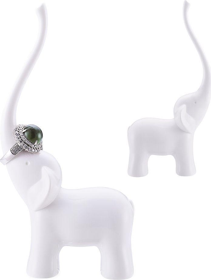 Подставка для украшений Balvi Elephant26680На туалетном столике любой девушки всегда хранится множество аксессуаров и драгоценностей. Оригинальная подставка для украшений Elephant позволит удобно разложить все изделия и организовать их хранение. Испанский бренд Balvi предлагает подставку в виде слона с поднятым хоботом, на который навешиваются кольца, подвески и цепочки. Белоснежный внешний вид позволяет подчеркнуть их естественную красоту. Подставка может стать отличным подарком девушкам и женщинам.• Оригинальный дизайн в виде белоснежного слона• Удобное хранение различных аксессуаров и украшений • Приятная на ощупь фактура• Высокая прочность, гарантирующая сохранность ценных вещей