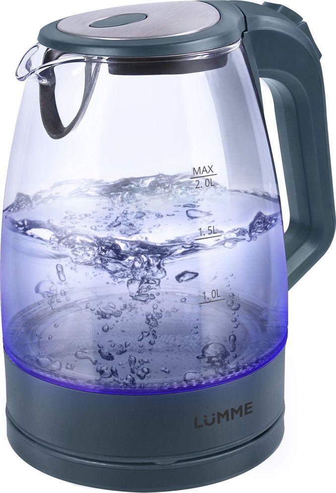 Lumme LU-138, Gray Pearl чайник электрическийLU-138Легкий ударопрочный стеклянный чайник Lumme LU-138 с голубой внутренней подсветкой в элегантном прозрачном корпусе из закаленного термостойкого стекла объемом 2 литра.Стекло сохраняет природный вкус и все натуральные свойства воды, а внутренний фильтр, закрывающий носик, служит для дополнительной фильтрации воды.Для скорейшего закипания чайник имеет повышенную до 2200 Вт мощность нагревательного элемента, закрытого плоским стальным дном для противостояния накипи, коррозии и удобства в уходе.Система автоматического отключения чайника при закипании или недостаточном количестве воды защитит чайник от преждевременного выхода из строя.Возможность ставить чайник на базу с любой стороны и вращать на 360 градусов, поворачивая ручкой к себе, исключает риск случайных ожогов и обеспечивает полный комфорт.Благодаря внутренней светодиодной подсветке чайник особенно хорошо смотрится в работе и дарит отличное настроение красотой бликов закипающей воды.