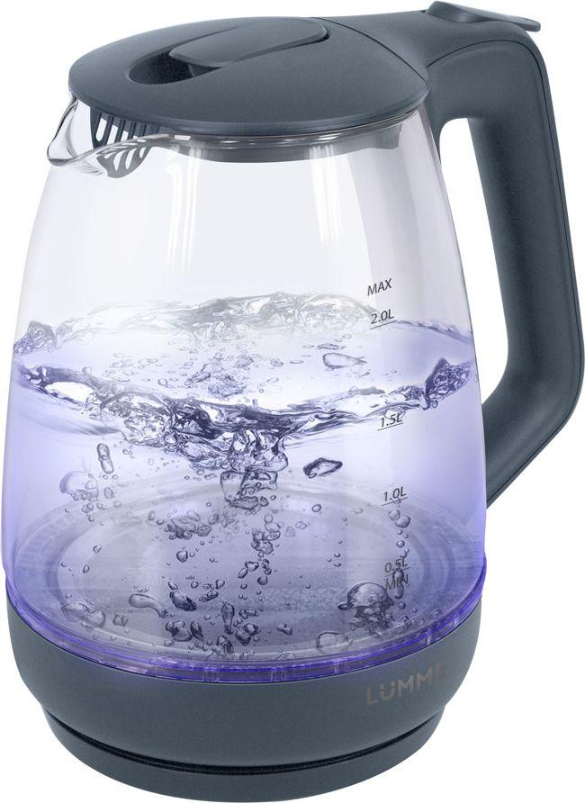 Lumme LU-140, Gray Pearl чайник электрическийLU-140Легкий ударопрочный стеклянный чайник Lumme LU-140 с голубой внутренней подсветкой в элегантном прозрачном корпусе из закаленноготермостойкого стекла объемом 2 литра.Стекло сохраняет природный вкус и все натуральные свойства воды, а внутренний фильтр, закрывающий носик, служит дополнительнойфильтрации воды.Для скорейшего закипания чайник имеет повышенную до 2200 Вт мощность нагревательного элемента, закрытого плоским стальным дном дляпротивостояния накипи, коррозии и удобства в уходе.Система автоматического отключения чайника при закипании или недостаточном количестве воды защитит чайник от преждевременного выходаиз строя.Возможность ставить чайник на базу с любой стороны и вращать на 360 градусов, поворачивая ручкой к себе, исключает риск случайных ожогов иобеспечивает полный комфорт.Благодаря внутренней светодиодной голубой подсветке чайник особенно хорошо смотрится в работе и дарит отличное настроение красотойбликов закипающей воды.