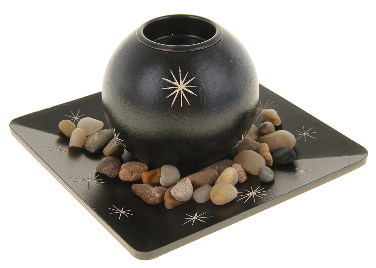Подсвечник Путеводная звезда, с подставкой, с декором, цвет: темно-коричневый, бежевый, 9 х 9 х 8 см976219Набор из подсвечника со свечой на эргономичной подставке дополнит интерьер любой комнаты. Создайте романтичное настроение с помощью теплого мерцающего сияния одного или нескольких подобных комплектов.Размещайте зажженные свечи аккуратно, вдали от легковоспламеняющихся предметов.