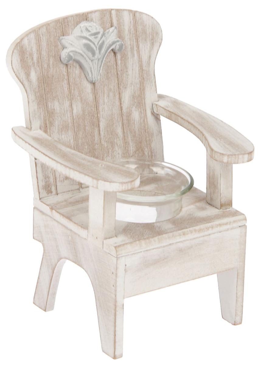 Подсвечник Скамейка с розой, цвет: белый, бежевый, 12,4 х 11 х 17,5 см1675537Дерево – это благородный материал, поэтому деревянные изделия во многом предпочтительнее, как минимум они способствуют созданию по-настоящему теплой, доброжелательной, в определенной степени необычной атмосферы. В этом отношении деревянные подсвечники весьма показательны. Использование настоящих свечей само по себе придает интерьеру помещения таинственный, романтический колорит. Но оформление – немаловажная часть любого действа. Поэтому подсвечник имеет огромное значение, он задает тон, формирует образ, позволяет воспринимать свечу так, как вы этого хотите.