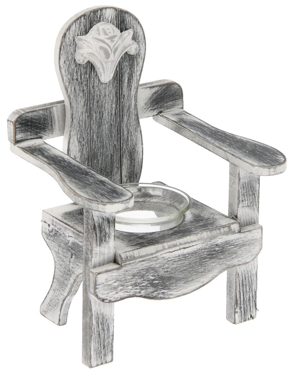 Подсвечник Скамейка с розой, цвет: белый, черный, 12,5 х 14,5 х 19 см1675534Дерево – это благородный материал, поэтому деревянные изделия во многом предпочтительнее, как минимум они способствуют созданию по-настоящему теплой, доброжелательной, в определенной степени необычной атмосферы. В этом отношении деревянные подсвечники весьма показательны. Использование настоящих свечей само по себе придает интерьеру помещения таинственный, романтический колорит. Но оформление – немаловажная часть любого действа. Поэтому подсвечник имеет огромное значение, он задает тон, формирует образ, позволяет воспринимать свечу так, как вы этого хотите.