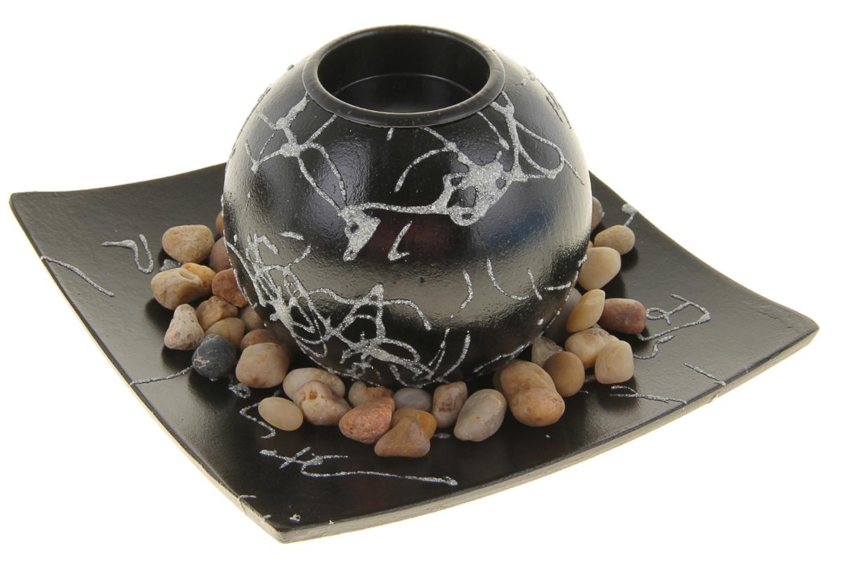 Подсвечник Фантазия, с подставкой, с декором, цвет: черный, 9 х 9 х 8 см933339Набор из подсвечника со свечой на эргономичной подставке дополнит интерьер любой комнаты. Создайте романтичное настроение с помощью теплого мерцающего сияния одного или нескольких подобных комплектов.Размещайте зажженные свечи аккуратно, вдали от легковоспламеняющихся предметов.