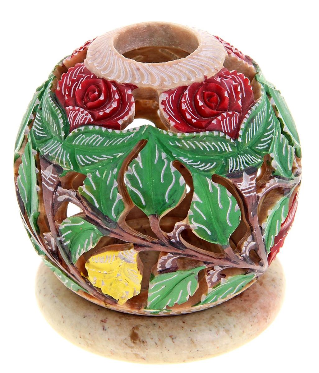Подсвечник-шар Традиции Азии, 9 х 9 х 9 см866725Искусные индийские мастера выполнили Подсвечник-шар Традиции Азии, резной из стеатита в соответствии с древними традициями обработки камня. Посмотрите на узор этого прекрасного изделия, от него невозможно оторвать свой взгляд, проработано все до мельчайших деталей. Вы также можете вставить в серединку ароматическую палочку, а если снять шар, то изумительный подсвечник легким движением руки превратится в подставку под благовония-конус или же подсвечник для толстых свечей. Универсальная вещь, которая придаст нотку азиатской экзотики в привычную обстановку.
