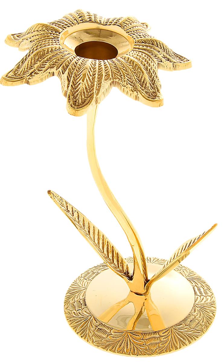 Подсвечник Нарцисс, цвет: золотистый, 6 х 9 х 18 см841246Подсвечник на 1 свечу Нарцисс словно настоящий королевский аксессуар, который недавно стоял в огромном коридоре большого царского замка. Его блеск переливается в лучах света, хочется прикоснуться к нему или даже взять в руки, чтобы ощутить тяжесть латуни и нежные изгибы подсвечника. Такой грациозный предмет станет актуальным подарком на семилетнюю годовщину свадьбы, юбилей, 8 Марта и любой другой праздник. Подсвечник, который подчеркнет Ваш безупречный вкус!