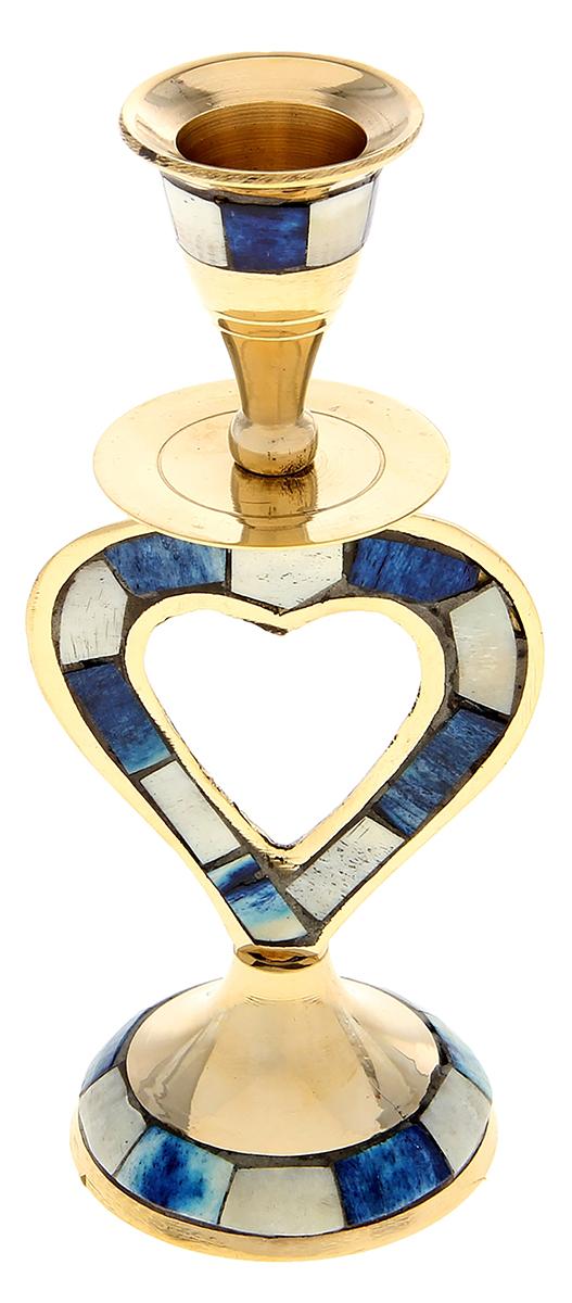 Подсвечник Сердце, цвет: золотистый, синий, 6 х 6 х 15 см699717Индийские мастера знают, как работать с латунью, ведь они с древности создают различные изделия из этого металла. Например, изысканный Подсвечник на 1 свечу Сердце цветной поражает своими грациозными линиями, изысканным декором и перламутровыми вставками из экзотических материалов. В сумраке этот полезный предмет поможет Вам придержать свечу в своих крепких объятиях, а на свету его изумительный блеск будет переливаться и играть в лучах солнца. Великолепный аксессуар, который украсит Ваш интерьер и станет актуальным подарком на «Медную свадьбу» или любой другой праздник.