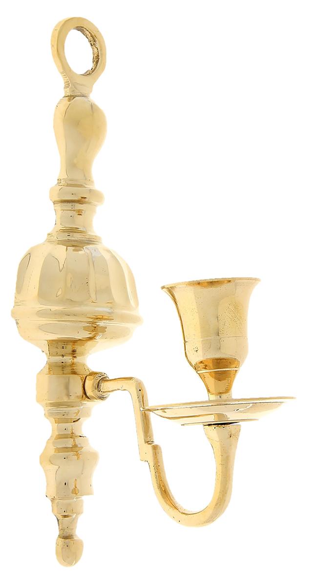 Подсвечник настенный Норман, цвет: золотистый, 6 х 4 х 21 см699728Роскошный Подсвечник на 1 свечу настенный Норман поражает своими грациозными линиями, изысканным декором, орнаментом и материалом, известным своими свойствами прочности, ковкости и особого блеска. Индийские мастера неспроста выполнили подсвечник именно из латуни, ведь при нагревании она не вступает в химическую реакцию и не выделяет вредных веществ в атмосферу. А также изделия из этого уникального металла имеют неповторимый золотистый отлив, который подчеркивает приятный блеск, отраженный в лучах света. Этот замечательный подсвечник будет украшать любую комнату и станет актуальным подарком на годовщину свадьбы или на любой другой праздник. Представьте, как изысканно он будет смотреться в каминном зале, гостиной или спальне.