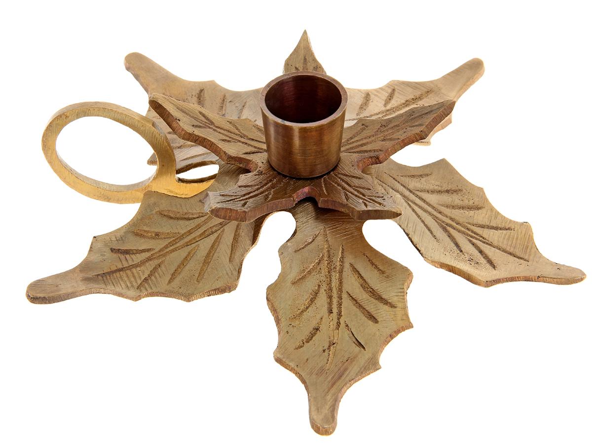 Подсвечник Лист - Антик, цвет: коричневый, 10 х 10 х 6 см699729Роскошный Подсвечник на 1 свечу Лист - Антик поражает своими грациозными линиями, изысканным декором, орнаментом и материалом, известным своими свойствами прочности, ковкости и особого блеска. Индийские мастера неспроста выполнили подсвечник именно из латуни, ведь при нагревании она не вступает в химическую реакцию и не выделяет вредных веществ в атмосферу. А также изделия из этого уникального металла имеют неповторимый золотистый отлив, который подчеркивает приятный блеск, отраженный в лучах света. Этот замечательный подсвечник будет украшать любую комнату и станет актуальным подарком на годовщину свадьбы или на любой другой праздник. Представьте, как изысканно он будет смотреться в каминном зале, гостиной или спальне.