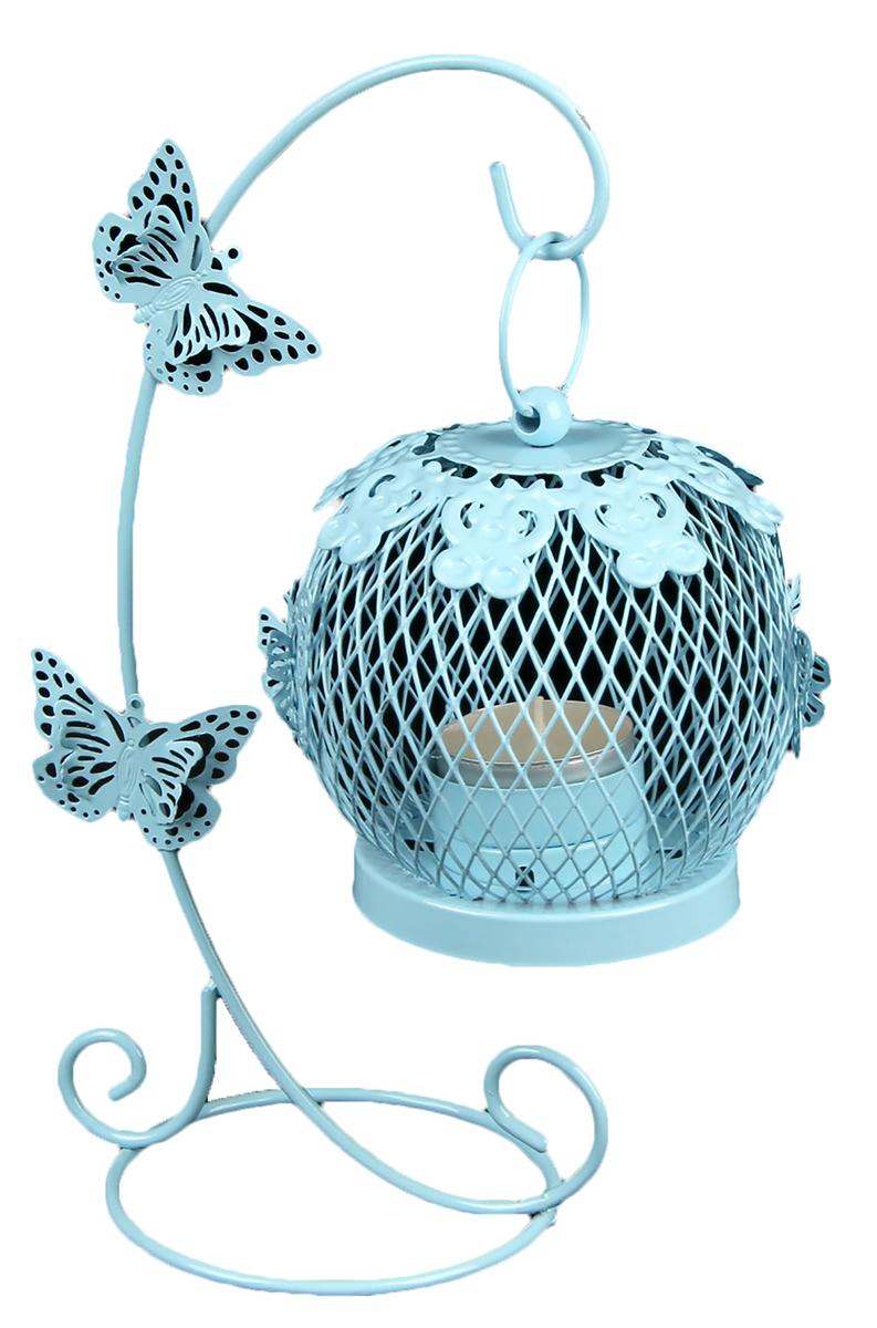 Подсвечник Клетка на подвесе с бабочками, цвет: голубой, 15 х 10 х 22 см2266240Невозможно представить нашу жизнь без праздников! Мы всегда ждем их и предвкушаем, обдумываем, как проведем памятный день, тщательно выбираем подарки и аксессуары, ведь именно они создают и поддерживают торжественный настрой. — это отличный выбор, который привнесет атмосферу праздника в ваш дом!Известно, что на пламя можно смотреть вечно: его мягкое золотистое сияние проясняет сознание и чарует. Огонь свечи притягивает наше внимание еще больше. Он делает атмосферу загадочной и романтичной.