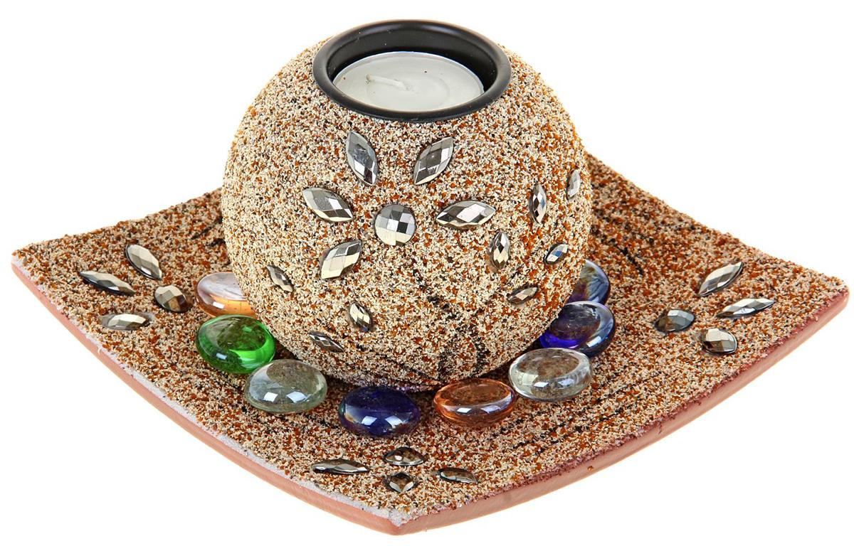Подсвечник Цветение, со свечой, с подставкой, с декором, цвет: песочный, 15 х 15 х 9 см, 4 предмета577192Набор из подсвечника со свечой на эргономичной подставке дополнит интерьер любой комнаты. Создайте романтичное настроение с помощью теплого мерцающего сияния одного или нескольких подобных комплектов.Размещайте зажженные свечи аккуратно, вдали от легковоспламеняющихся предметов.