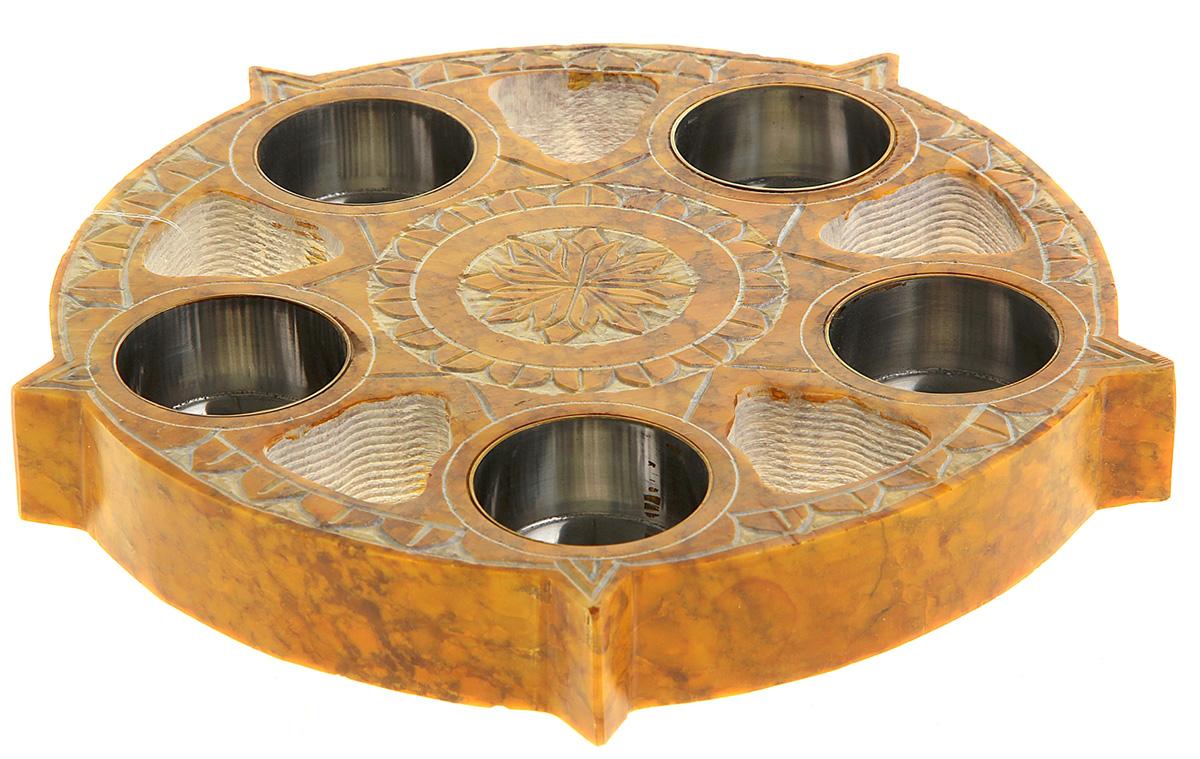 Подсвечник Индия, цвет: желтый, 20,3 х 20,3 х 2,5 см699343Если Вы хотите создать у себя дома атмосферу уютной романтики с пряной ноткой экзотики, оригинальный Подсвечник на 5 свечей Индия из натурального камня станет простым и одновременно с этим эффектным решением. Он выполнен в теплых желтовато-песочных оттенках и предназначен для пяти свечей. Резные узоры на поверхности не только придают ему особый чарующий колорит, но и делают его выразительным украшением интерьера. Со свечами, зажженными в таком подсвечнике, атмосфера в Вашем доме станет еще теплее и уютнее.