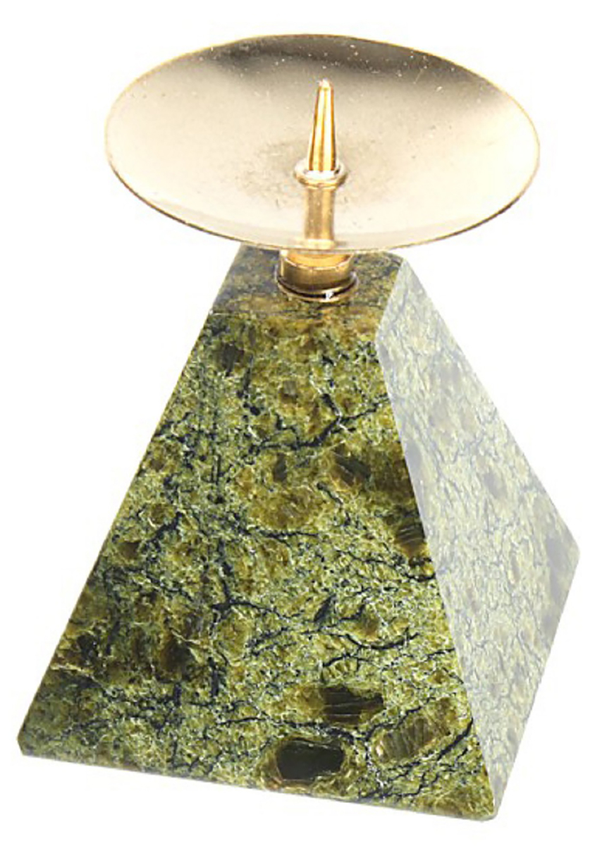 Подсвечник Серпент. Пирамида, цвет: зеленый, золотистый, 4 х 4 х 5,5 см431927Невозможно представить нашу жизнь без праздников! Мы всегда ждем их и предвкушаем, обдумываем, как проведем памятный день, тщательно выбираем подарки и аксессуары, ведь именно они создают и поддерживают торжественный настрой. — это отличный выбор, который привнесет атмосферу праздника в ваш дом!Известно, что на пламя можно смотреть вечно: его мягкое золотистое сияние проясняет сознание и чарует. Огонь свечи притягивает наше внимание еще больше. Он делает атмосферу загадочной и романтичной.