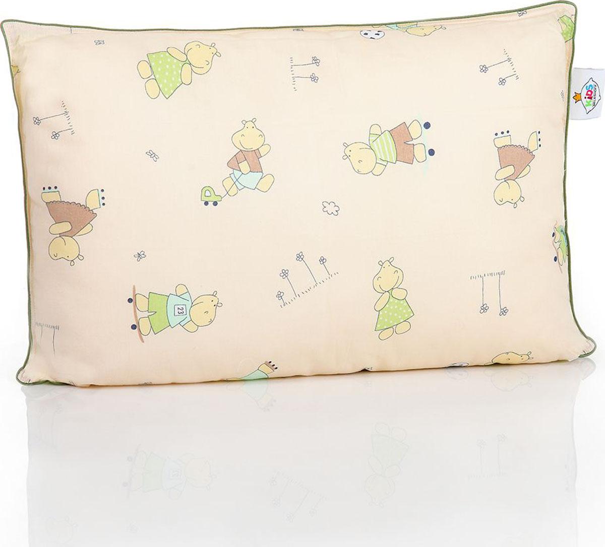 Belashoff Kids Подушка детская Наша Умничка цвет бежевый зеленый 40 x 60 смКЛП2Коллекция Наша Умничка – разнообразные продукты для ярких детских снов!Снаружи – хлопковая ткань с забавными рисунками нежных расцветок. Ткань с подобранным компаньоном делают принадлежности для сна веселыми и красивыми. Для самых красочных и радостных детских снов.Внутри – Лебяжий пух – наполнитель из тончайшего силиконизированного микроволокна высокого качества. Он нежный, мягкий и упругий одновременно. Безопасен для детей и не вызывает аллергии.