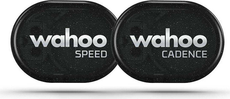 Набор датчиков Wahoo, 2 штWFRPMCВелосипедные датчики скорости и каденса Wahoo RPM Speed / Cadence Combo для точного измерения скорости движения и скорости вращения педалей во время велотренировок.Датчики синхронизируются со смартфонами iOS и Android и велокомпьютерами по протоколам ANT+ и Bluetooth. Безмагнитный принцип работы расширяет варианты установки датчиков с помощью двустороннего скотча или специального силиконового чехла.Для синхронизации, записи и анализа данных тренировки применяется бесплатное приложение Wahoo Fitness. Датчики могут подключаться к совместимым программам сторонних производителей.Предусмотрена индикация светодиодами синего и красного цвета для помощи при сопряжении. Датчики питаются от элементов CR 2032, которых хватает до 12 месяцев использования.Отличительные особенностиКомпактные размеры и легкий весПростота и универсальность установки на велосипед или велообувь (каденс)Беспроводное соединение Bluetooth и ANT+ до 3 метровБезмагнитная технология подсчета оборотов (импульсов)Универсальное использование со смартфонами и велокомпьютерамиДва светодиода для помощи при сопряженииВозможность работы с совместимыми приложениями других производителейГид по велоаксессуарам. Статья OZON Гид
