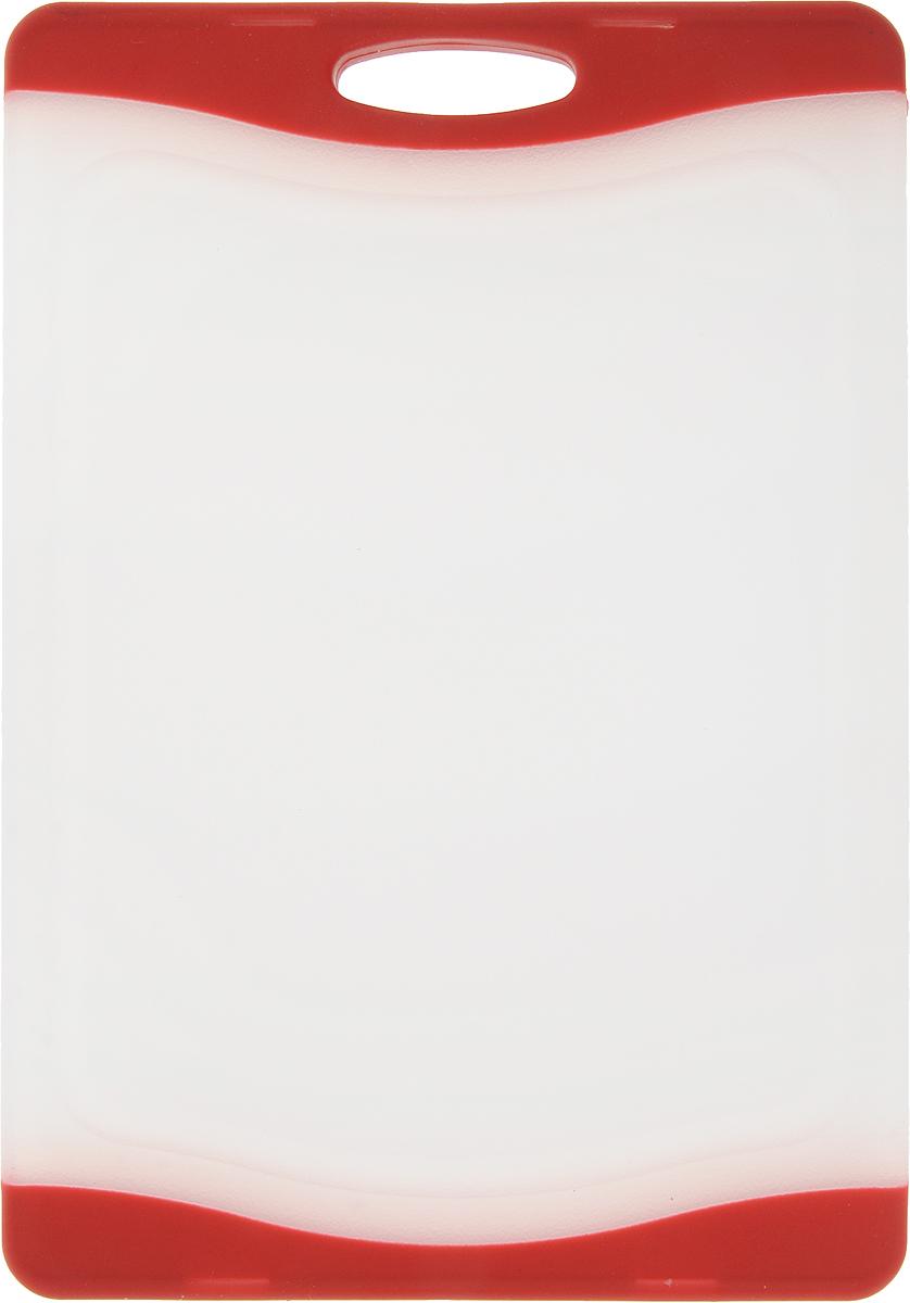 Доска разделочная Zeller, цвет: прозрачный, красный, 22 х 15 х 1 см26110_прозрачный, красныйДоска разделочная Zeller выполнена из пластика белого цвета и снабжена покраям прорезиненными цветными вставками, благодаря чему не скользит поповерхности. Идеально подходит для нарезки любых продуктов. Доска невпитывает запах продуктов, имеет антибактериальную поверхность, отличаетсядолгим сроком службы. Ножи не затупляются при использовании. Доска снабженаудобной ручкой, одна из сторон имеет по краям желобки для сбора лишнейжидкости. Можно использовать обе стороны доски.Такая доска понравится любой хозяйке и будет отличным помощником на кухне. Можно мыть в посудомоечной машине.