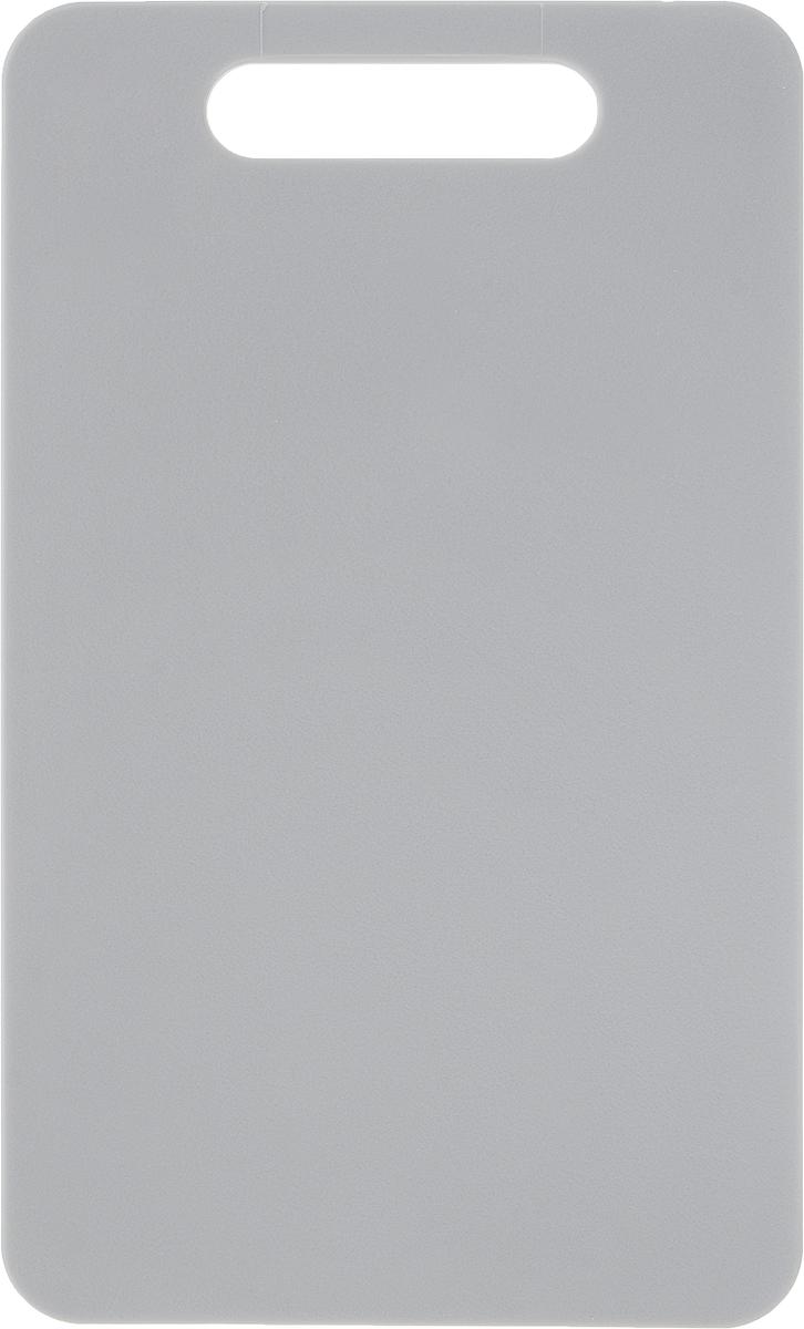 Доска разделочная Zeller, цвет: серый, 24 х 14 х 0,4 см26130_серыйДоска разделочная Zeller выполнена из прочного пищевого пластика. Идеально подходит для нарезки любых продуктов. Доска не впитывает запах продуктов, имеет антибактериальную поверхность, отличается долгим сроком службы. Ножи не затупляются при использовании. Доска снабжена удобной ручкой. Можно использовать обе стороны доски. Такая доска понравится любой хозяйке и будет отличным помощником на кухне. Можно мыть в посудомоечной машине.