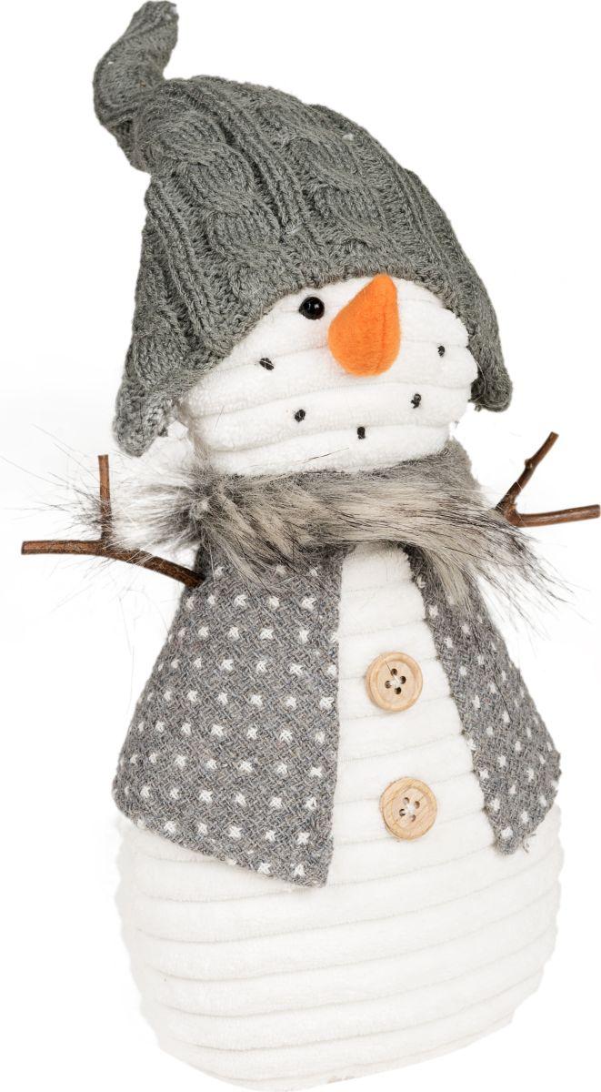 Фигурка праздничная Estro Снеговик в колпачкеYD160482BИнтерьерная игрушка ESTRO ручной работы - милый Снеговичок украсит новогодний интерьер. Задорный оранжевый носик привлекает внимание. А ручки -веточки распахнуты для объятий.