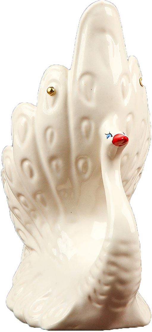 Подсвечник Керамика ручной работы Лебедь, цвет: белый, 20 х 15 х 10 см2504008Известно, что на пламя можно смотреть вечно: его мягкое золотистое сияние чарует и проясняет сознание. Огонь, льющийся из подсвечника, притягивает наше внимание еще больше. Такой дуэт делает атмосферу загадочной и романтичной.