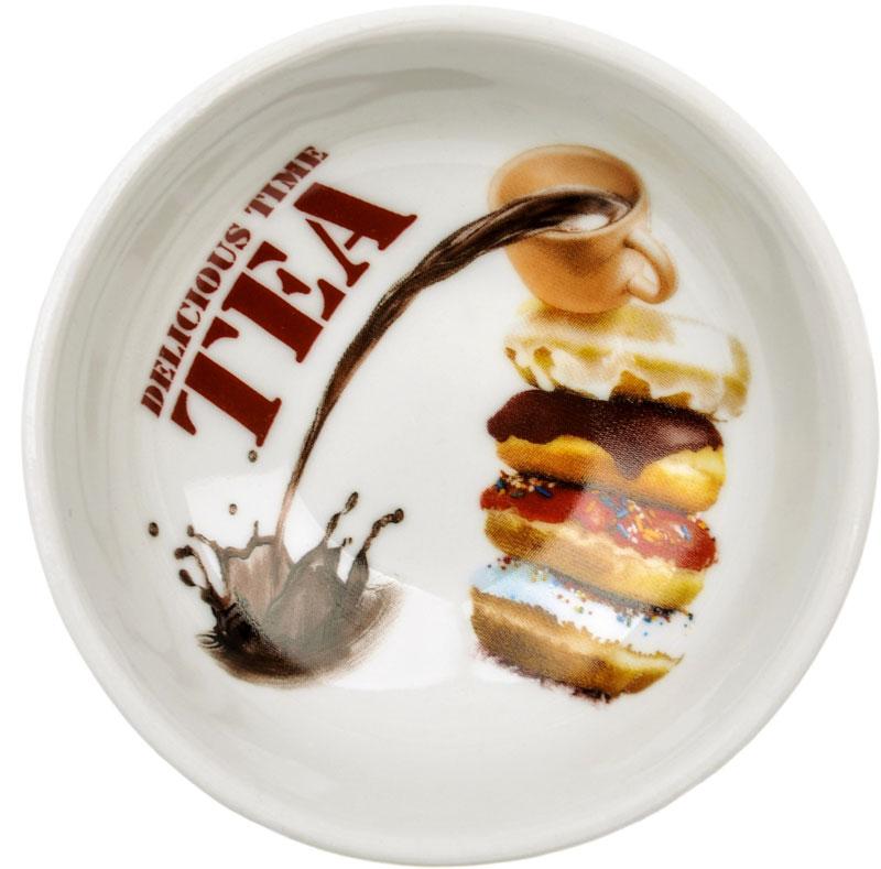 """Блюдце Dasen """"Пончики"""", изготовленное из высококачественного фарфора, предназначено для красивой подачи различных блюд. Изделие оформлено орнаментом.  Такое блюдце украсит сервировку стола и подчеркнет прекрасный вкус хозяйки. Можно мыть в посудомоечной машине и использовать в микроволновой печи."""