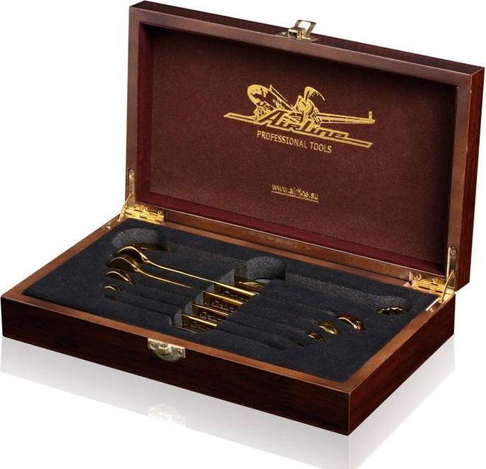 Набор ключей Airline Professional Tools, 6 предметовAT-6-37AIRLINE PROFESSIONAL TOOLS представляет подарочный набор комбинированных ключей в шикарном деревянном лакированном футляре. На крышку футляра золотым цветом нанесены логотипы брендов управляющей компании КАРВИЛЬ. Ключи в наборе изготовлены из инструментальной Хром-Ванадиевой стали, полностью работоспособны и могут применяться для профессиональных слесарных работ.