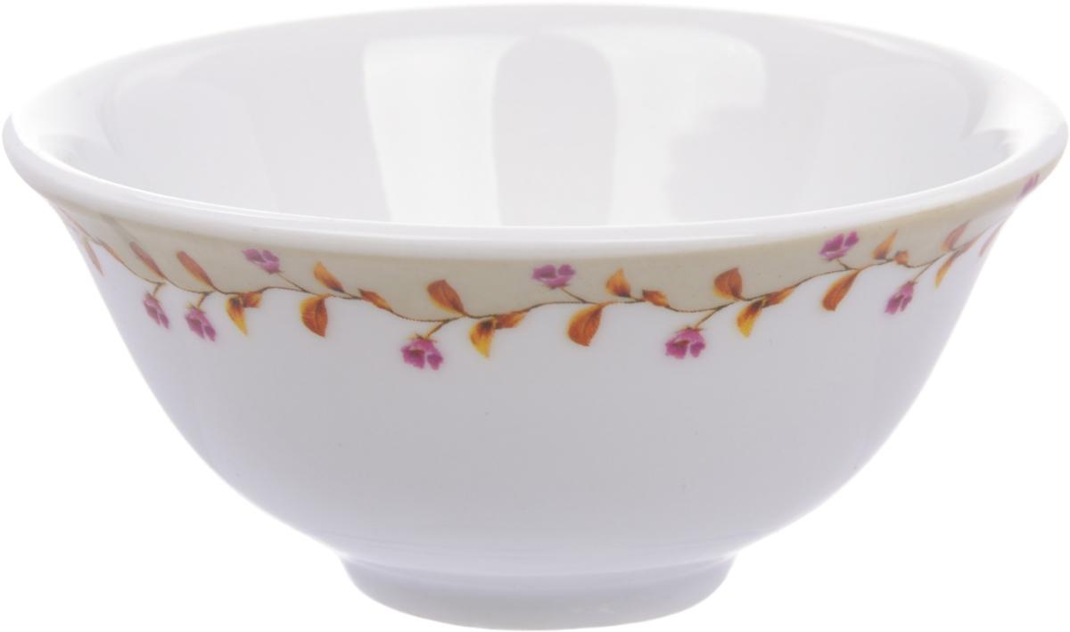 """Фарфоровая посуда Master - это фарфор качества Fine Porcelain, так называемый твердый фарфор, который состоит из каолина и полевого шпата. Его достаточно трудно формовать, но посуда из такого фарфора получается довольно крепкой и привлекательной. В отличие от костяного (мягкого) фарфора, твердый имеет более плотный по составу черепок, стенки такой посуды толще и не просвечиваются, а цвет - мягкий молочный. И все-таки это фарфор - и фарфор, который в бытовом плане ведет себя весьма хорошо. Салатник Master """"Ретро"""" красиво оформит праздничный стол, а также станет отличным подарком.Можно мыть в посудомоечной машине."""