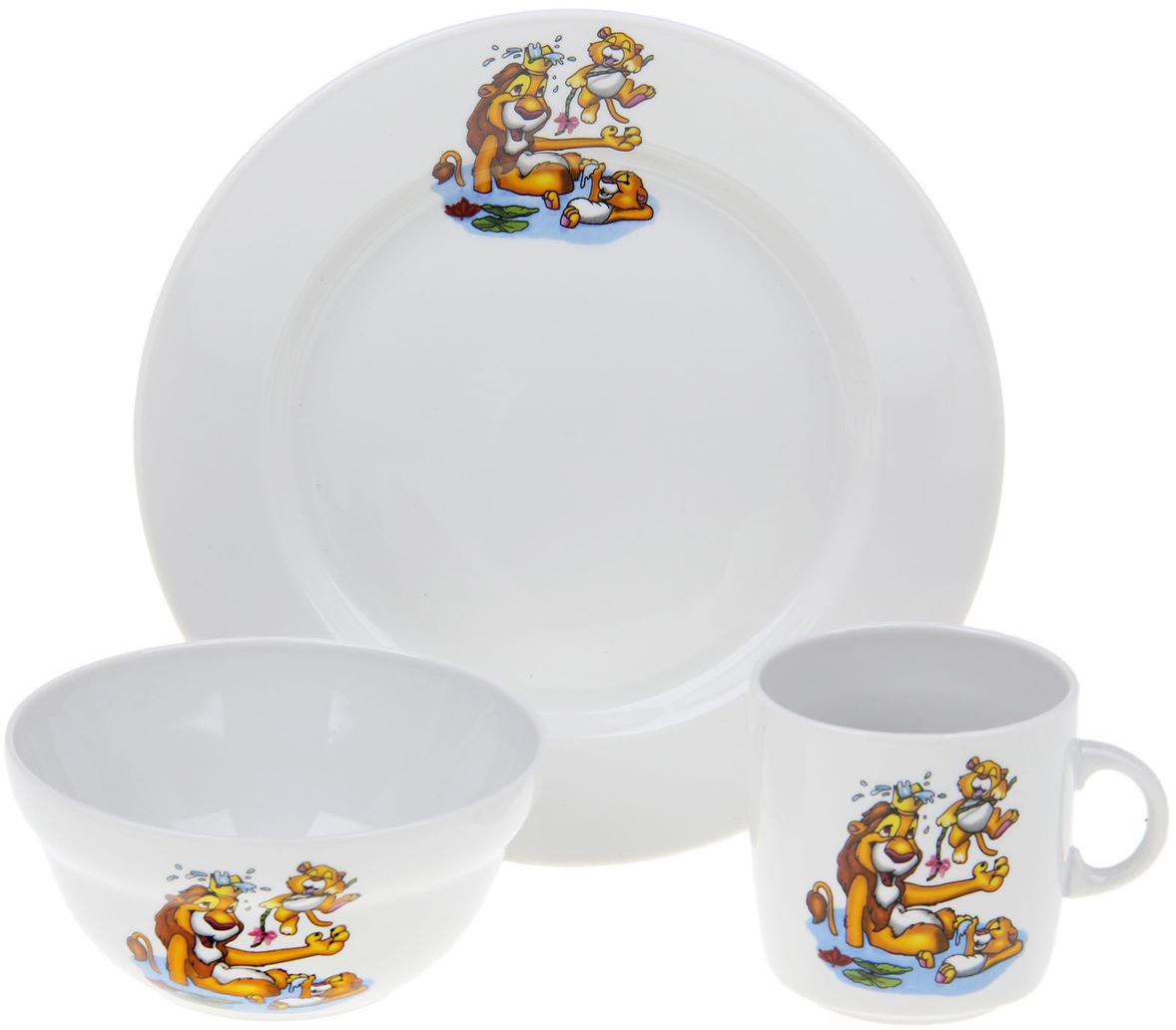 """От качества посуды зависит не только вкус еды, но и здоровье человека.  Набор детской посуды """"Джунгли"""" состоит из 3 предметов: тарелки (диаметром 20 см), салатника ( объемом 360 мл), кружки (объемом 210 мл).Имеет красочный тематический рисунок на каждом предмете набора, что обязательно понравится ребенку. Данный товар, соответствующий российским стандартам качества.  С такой посудой сервировка стола превратится в настоящий праздник."""