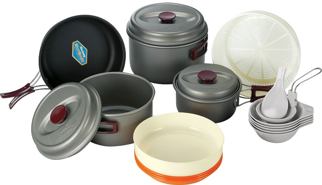 Набор походной посуды Kovea, цвет: серый, оранжевый, коричневый, 20 предметов8809000508422Набор легкой походной посуды из алюминия с холодным анодированием, рассчитанный на 5-6 человек. Набор состоит из трех кастрюль с крышками, объемом 2,8 л, 1,8 л и 1 л, удобной сковороды, 3 тарелок, 5 пиал, дуршлага, лопатки и складного половника. Анодированный алюминий обладает повышенной теплопроводностью, в связи с чем пища готовится значительно быстрее. Материал также показывает прекрасную устойчивость перед окислением, даже во время длительной эксплуатации.