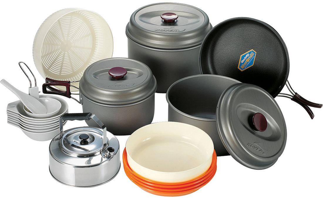 Набор походной посуды Kovea, цвет: серый, оранжевый, черный, 24 предмета8809000508439Набор легкой походной посуды из алюминия с холодным анодированием, рассчитанный на 7 - 8 человек. Набор состоит из трех кастрюль объемом 4,2 л, 2,8 л и 1,8 л, удобной сковороды, чайника из нержавейки, 4 тарелки, 5 пиал, дуршлага, лопатки и складного половника. Анодированный алюминий обладает повышенной теплопроводностью, в связи с чем пища готовится значительно быстрее. Материал также показывает прекрасную устойчивость перед окислением, даже во время длительной эксплуатации.