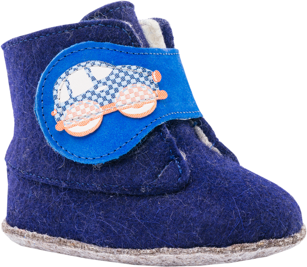 Пинетки для мальчика Котофей, цвет: синий. 007009-49. Размер 22/23007009-49Войлочные пинетки разработаны для самых маленьких! Подкладка - шерстяной мех. Пинетки из войлока дышат, создают массажный эффект, способствуют улучшению циркуляции крови. В таких пинетках ножки малыша не замерзнут во время долгой прогулки, и благодаря свойствам войлока поглощать лишнюю влагу внутри обуви малышу будет комфортно в них и в помещении. На подошву пинеток нанесен специальный антискользящий принт. Благодаря конструкции с липучкой пинетки подойдут на ногу любого малыша.