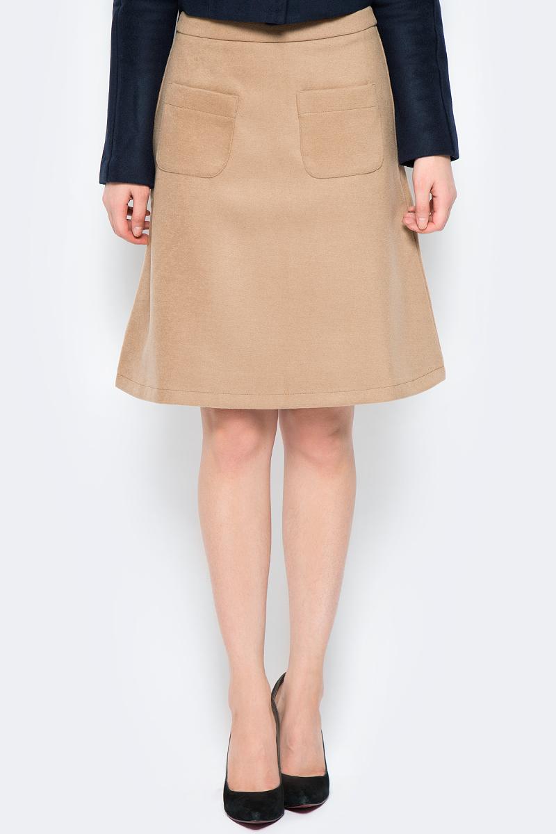 Юбка La Via Estelar, цвет: бежевый. 90502-1. Размер 4490502-1Стильная юбка, выполненная из кашемира, отлично дополнит ваш образ. Модель миди-длины сзади имеет застежку молнию. Спереди юбка дополнена двумя накладными карманами.