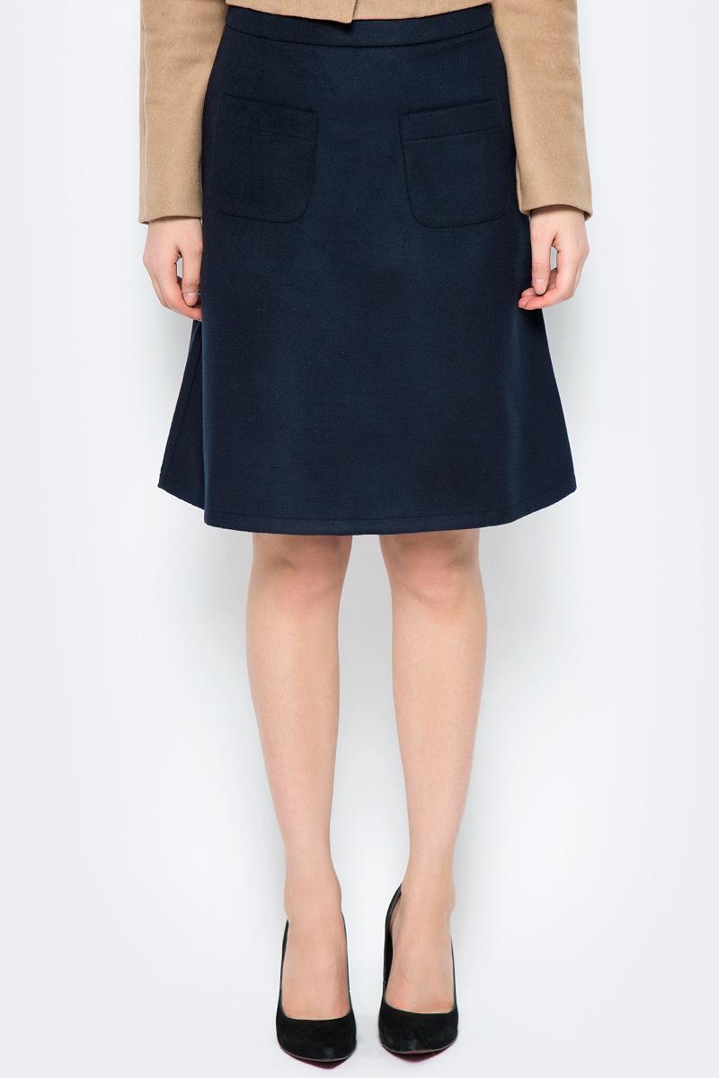 Юбка La Via Estelar, цвет: синий. 90502-2. Размер 4490502-2Стильная юбка, выполненная из кашемира, отлично дополнит ваш образ. Модель миди-длины сзади имеет застежку молнию. Спереди юбка дополнена двумя накладными карманами.