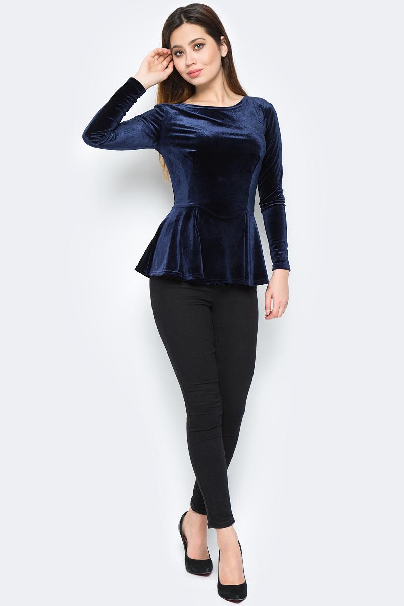 Джемпер женский La Via Estelar, цвет: синий. 24500-1. Размер 4624500-1Стильный женский джемпер с баской, выполненный из велюра, отлично дополнит ваш гардероб. Модель с длинными рукавами и круглым вырезом горловины.