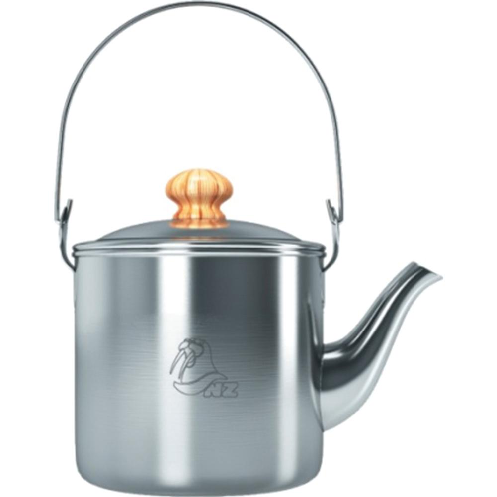 Чайник костровой NZ, 2 л. SK-0336951748900029Чайник костровой выполнен из нержавеющей стали со складной ручкой и длинным носиком. Воды хватит на группу из 3-4 человек, чайник упаковывается в удобный чехол с ручками на молнии.