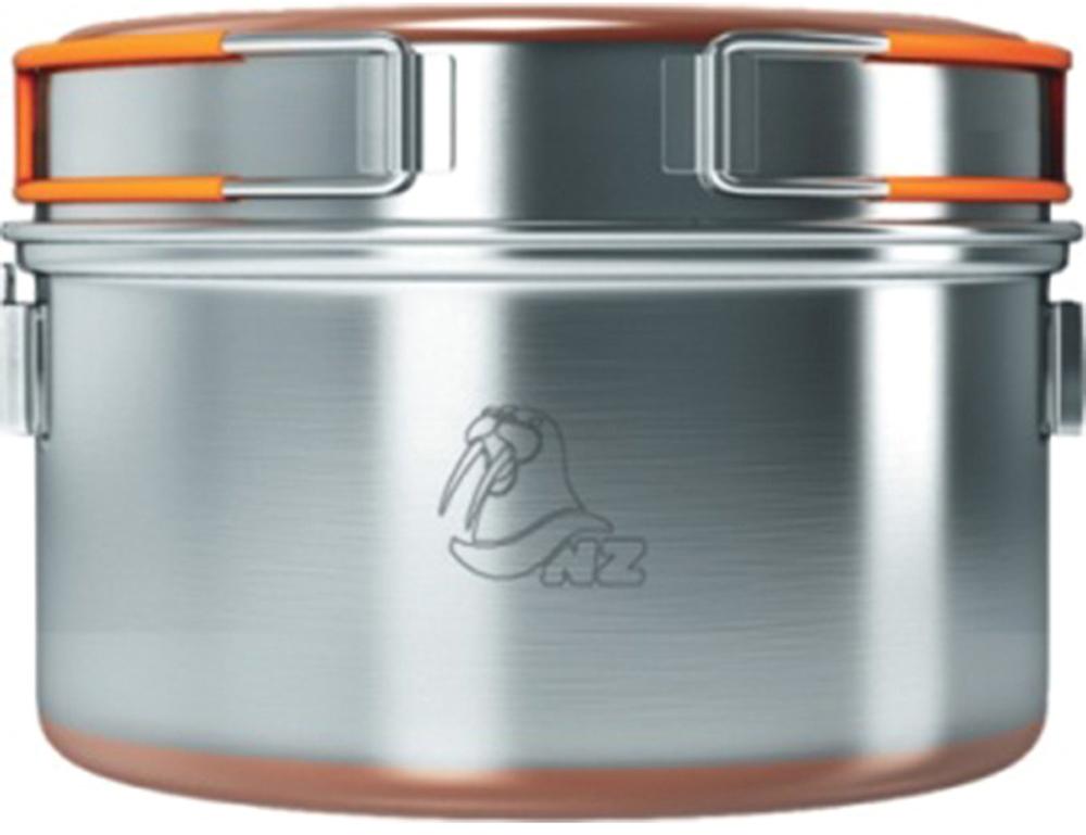 Кастрюля NZ, 1,5 л. SS-0106951748900142Кастрюля из нержавеющей стали для приготовления пищи на горелках или примусах. Металлическая ручка у кастрюли позволяет подвешивать ее над костром. Крышка кастрюли со складными ручками, покрытыми не нагревающимся пластиком, может использоваться как полноценная сковорода. Дно кастрюли и крышки-сковороды обработано медным напылением для лучшей теплопроводности.