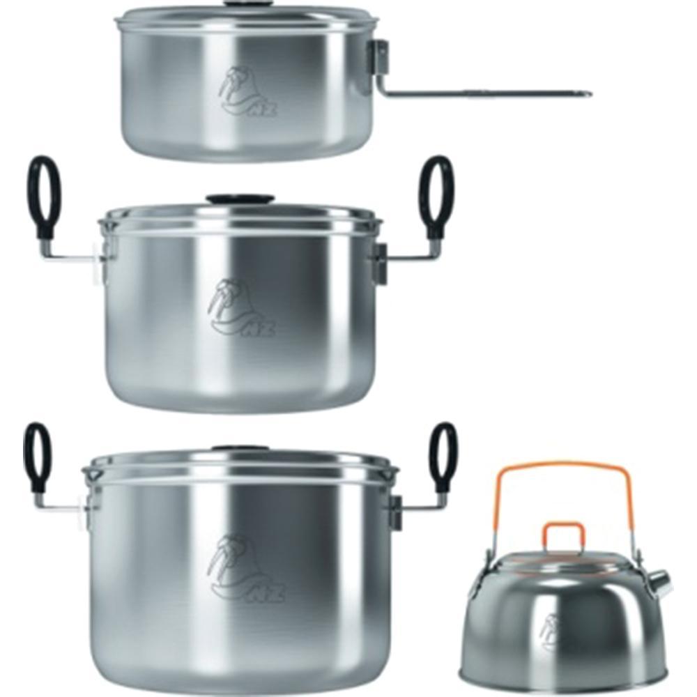 Набор посуды NZ. SS-0326951748910257Удобный и надежный набор походной посуды из нержавеющей стали, рассчитанный на крупную компанию путешественников. Состоит из трех кастрюль объемом 1,3, 2,4 и 3,8 литра и небольшого чайника 0,8 л с ситечком. Ручки кастрюль складные, в сложенном состоянии удерживают крышку.В комплекте поставляется нейлоновый чехол.