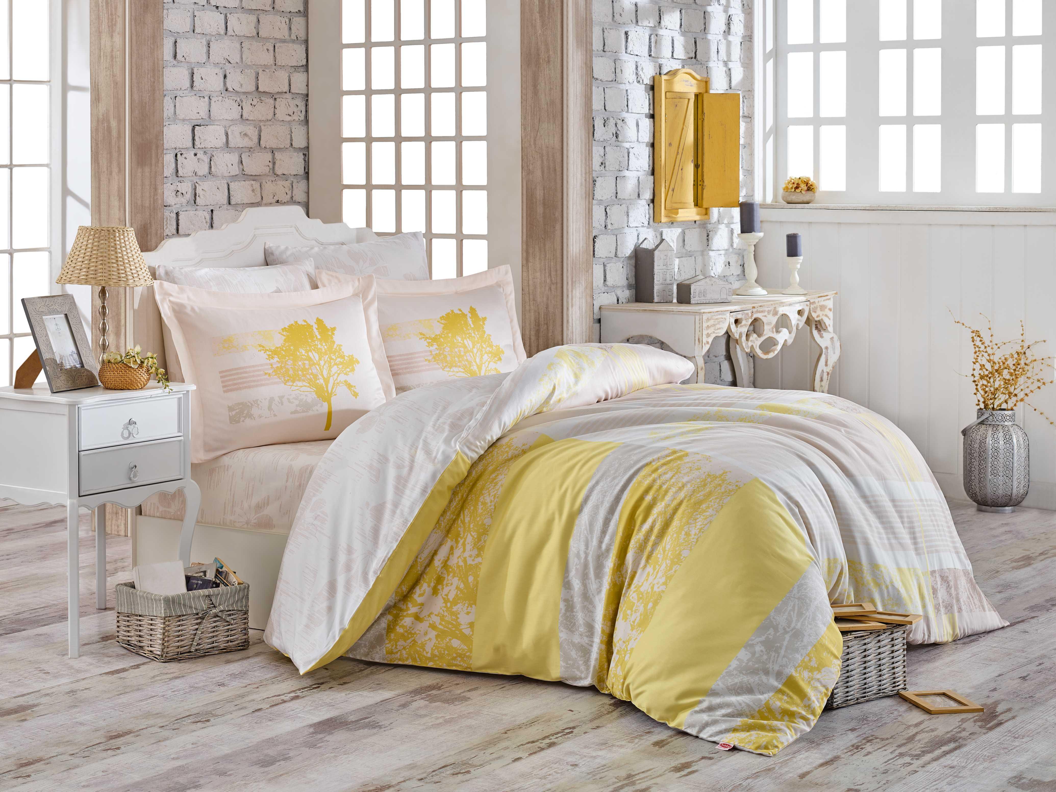 Комплект постельного белья Hobby Home Collection Elsa, евро, наволочки 50x70, цвет: желтый1501001720Постельное белье из сатина изготавливается из 100% натурального хлопка высокого качества, путем сложного переплетения нескольких видов нитей. Постельное белье сатин поражает своей красотой и изяществом, создавая неповторимый интерьер в вашей спальне. Помимо своих внешних качеств, ткань отличается хорошей способностью пропускать воздух, и прекрасно впитывать влагу, благодаря чему, оно подойдет людям, которые не переносят синтетическую ткань. Белье практически не мнется. Красивый, изысканный внешний вид, мягкость и нежность ткани позволяет сравнивать сатин с шелком. А по прочности и долговечности сатину вообще нет равных, белье из этой благородной ткани выдержит более 200 стирок, сохраняя при этом вид продукта экстра-класса.Советы по выбору постельного белья от блогера Ирины Соковых. Статья OZON Гид