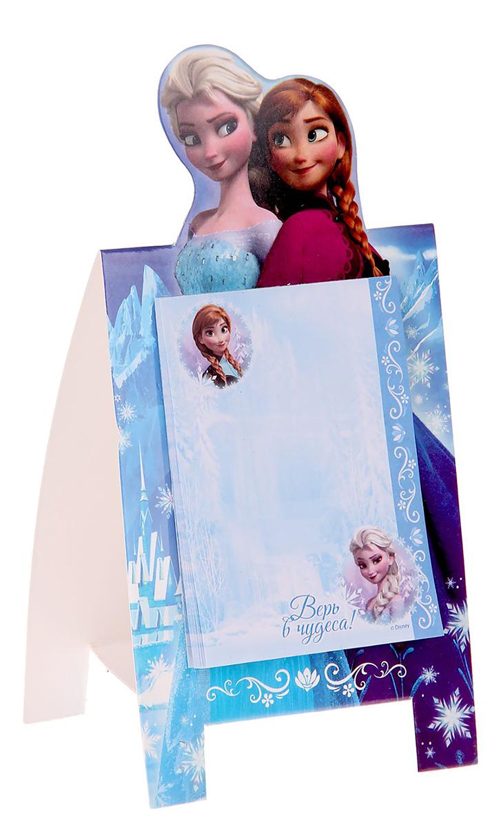Disney Блок для записей Верь в чудеса 10 x 15 см 30 листов1161110Добавьте в жизнь волшебства с Disney!Бумажный блок на подставке — стильное украшение детского стола. Он сохранит важные мысли, новые идеи, номера телефонов или список дел, который оставили родители маленькому помощнику. Благодаря необычной форме и удобным отрывным листочкам пользоваться им легко, а любимые герои будут радовать кроху день за днем.