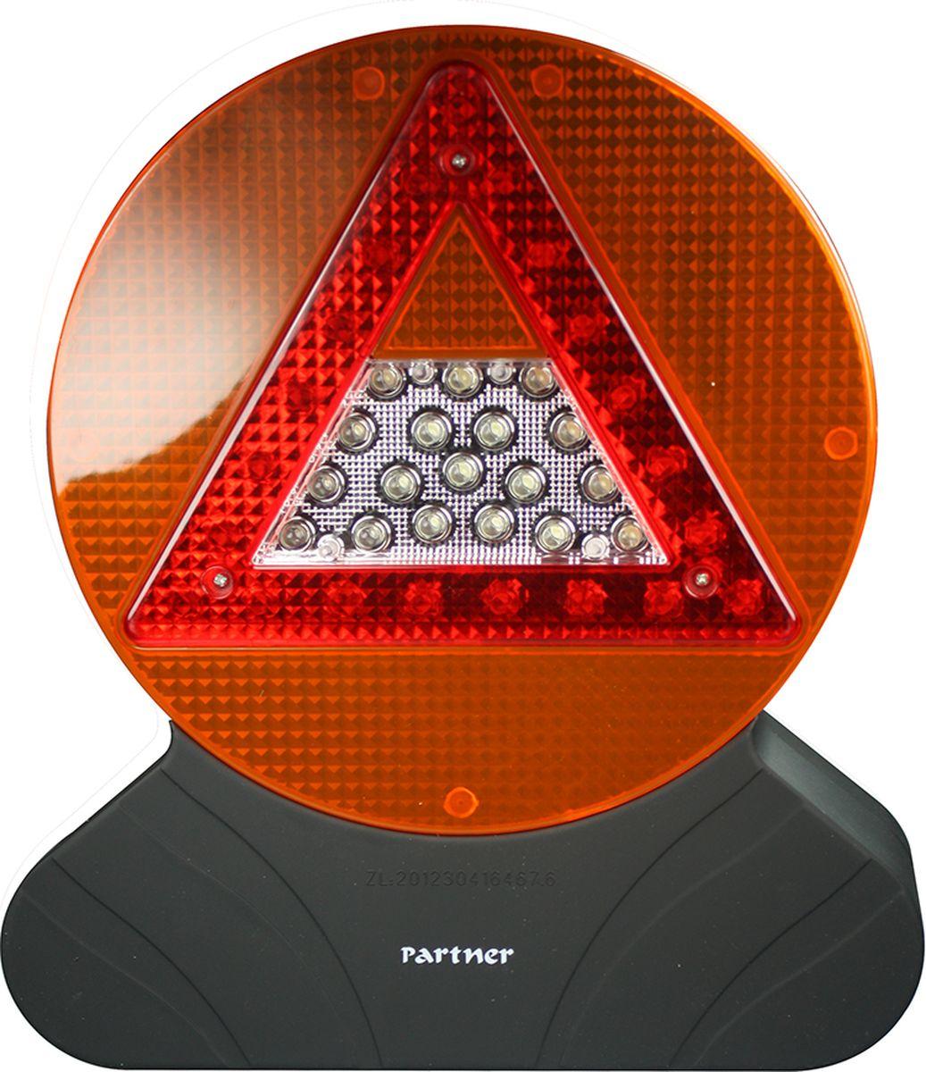 Фонарь водителя Partner Driver, светодиодныйПР031690Знак аварийной остановки должен быть в любой машине вместе с аптечкой и огнетушителем. Дорога полнанеожиданностей и к ним лучше подготовиться заранее. Представляем вам новый взгляд на типичныйавтомобильный атрибут - светодиодный фонарь водителя Driver. Характеристики: - 4 рабочих режима; - 18, 21 и 30 светодиодов; - питание от трех батареек типа АА; - корпус с покрытием souft-touch, матовый, не бликует. На дороге не бывает стерильной чистоты, поэтому фонарь защищен от проникновения влаги и пыли. Вы можетеиспользовать его не только как знак аварийной остановки, но и в качестве мощного источника освещения.