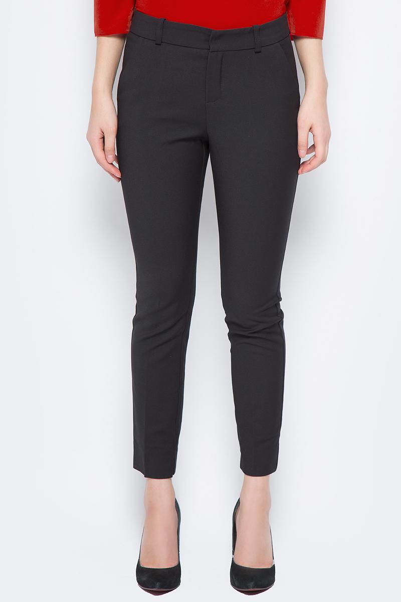 Брюки женские adL, цвет: черный. 15326539047_001. Размер XS (40/42)15326539047_001Стильные женские брюки adL изготовлены из качественного материала. Модель зауженного и укороченного кроя со стандартной посадкой выполнена в лаконичном стиле и дополнены двумя боковыми карманами с косыми срезами. Застегиваются брюки на комбинированную застежку. Сзади изделие оформлено прорезным карманом-обманкой, а в поясе имеет шлевки для ремня.