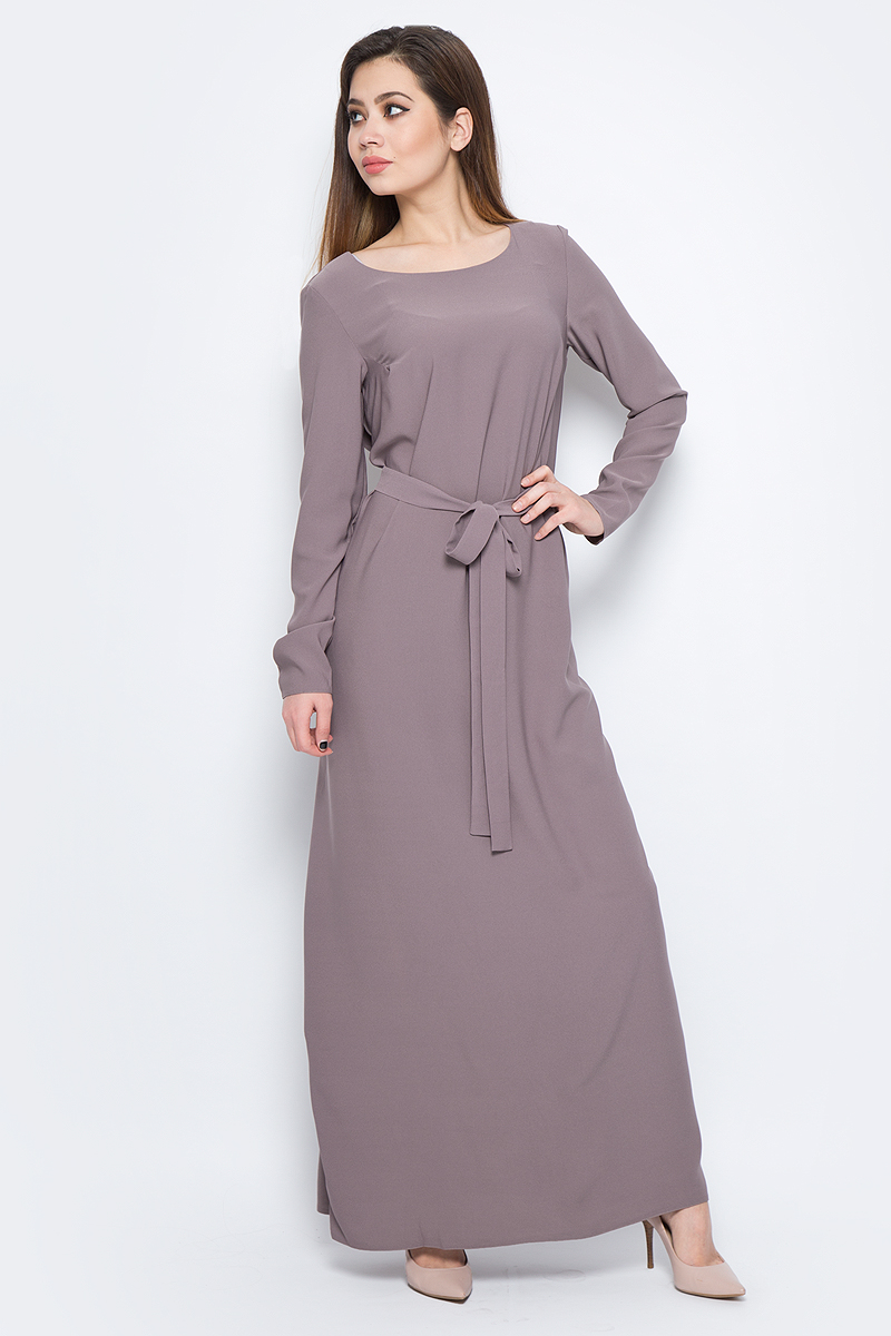 Платье La Via Estelar, цвет: бежевый. 14135-3. Размер 44/4614135-3Стильное платье макси-длины, выполненное из качественного материала, отлично дополнит ваш гардероб. Модель с запахом на завязках имеет круглый вырез горловины и длинные рукава.