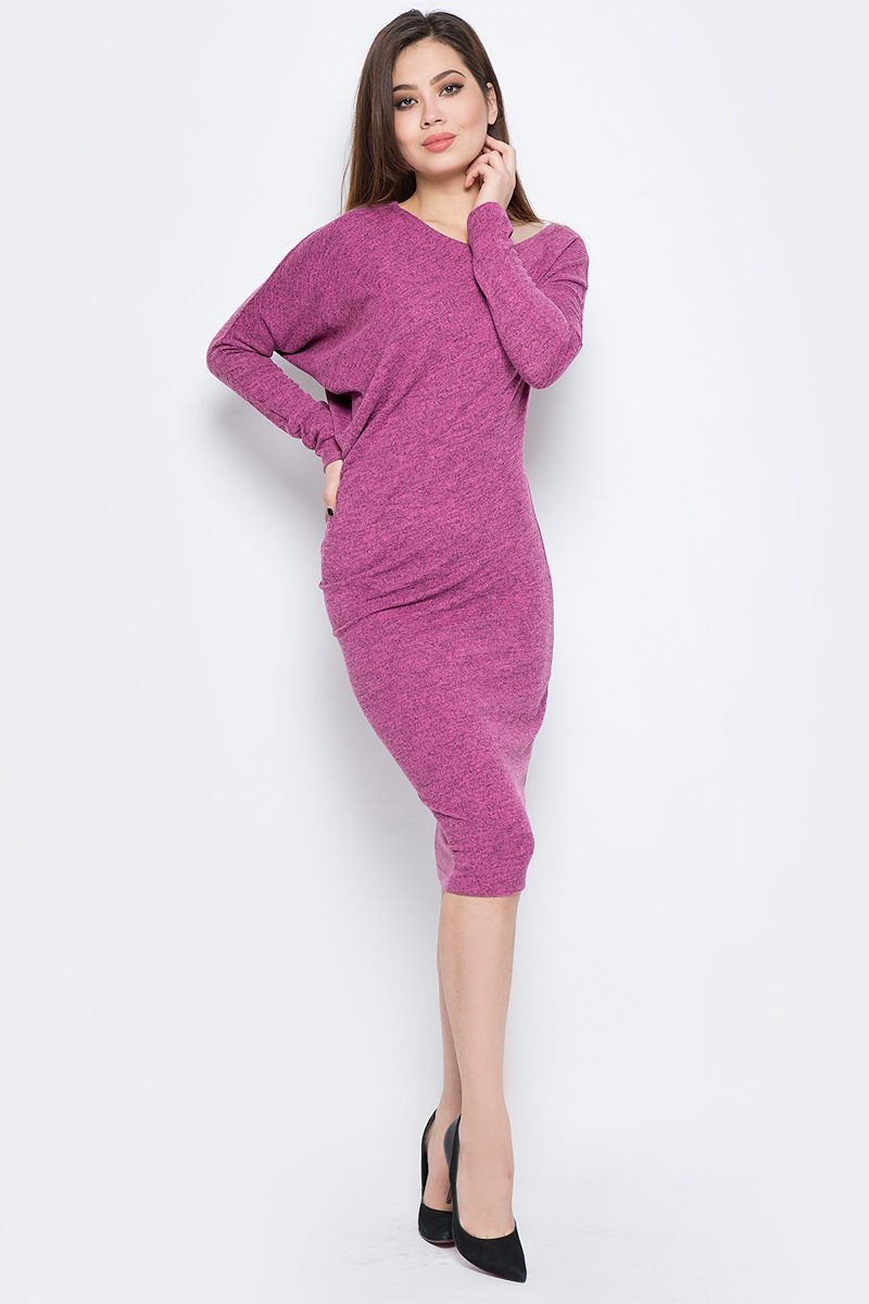 Платье La Via Estelar, цвет: фуксия. 13129-1. Размер 4213129-1Стильное платье, выполненное из комбинированного материала, отлично дополнит ваш гардероб. Модель длины-миди с длинными рукавами-кимоно и круглым вырезом горловины.