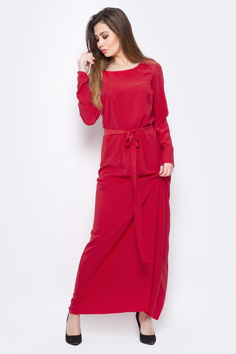 Платье La Via Estelar, цвет: красный. 14135-1. Размер 48/5014135-1Стильное платье макси-длины, выполненное из качественного материала, отлично дополнит ваш гардероб. Модель с запахом на завязках имеет круглый вырез горловины и длинные рукава.